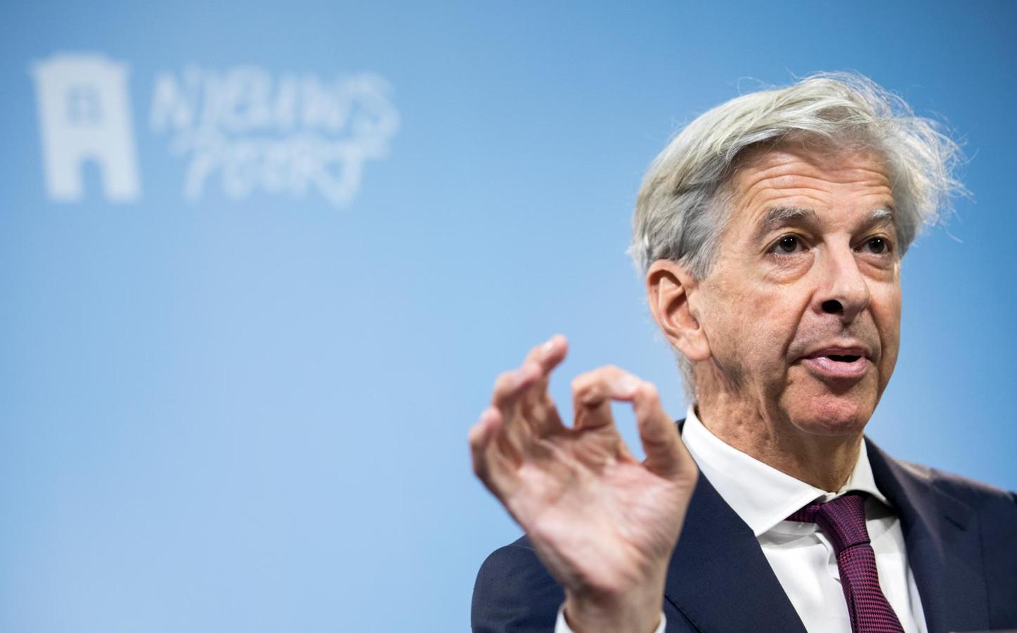 Minister Ronald Plasterk tijdens een persconferenti in oktober e over de nieuwe wet op de inlichtingen- en veiligheidsdiensten.