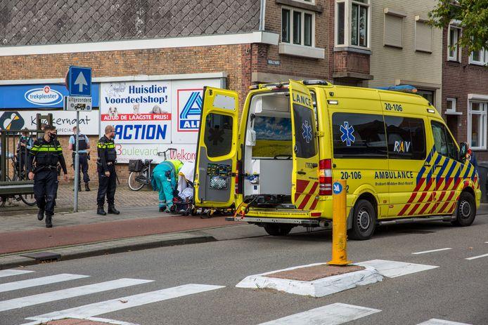 Aan de Boulevard in Roosendaal is donderdagmiddag een fietsster gewond geraakt.