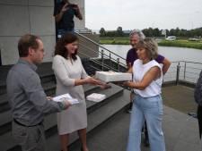 Driehonderd handtekeningen van ontevreden werknemers en kruisbessenvlaai voor directie van Bavaria