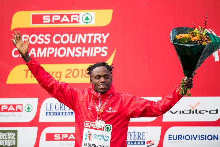Isaac Kimeli snelde in Tilburg naar zilver in het veldlopen.