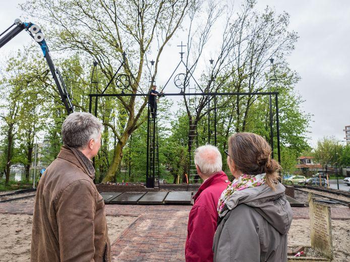 Het nieuwe kunstwerk op het Nicolaaskerkhof.