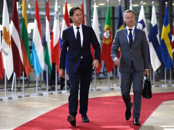 """Premier Mark Rutte bij aankomst in Brussel. ,,We gaan proberen het niet te laat te maken."""""""