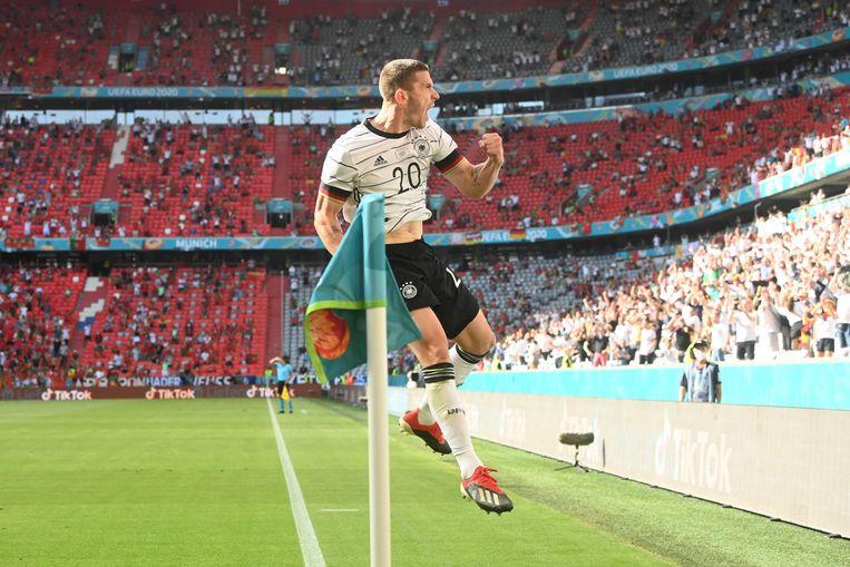 Robin Gosens viert zijn treffer tegen Portugal. Beeld AFP