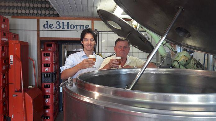 Sjef Groothuis (rechts) en Eric Michgelsen van bierbrouwerij De 3 Horne in Kaatsheuvel.