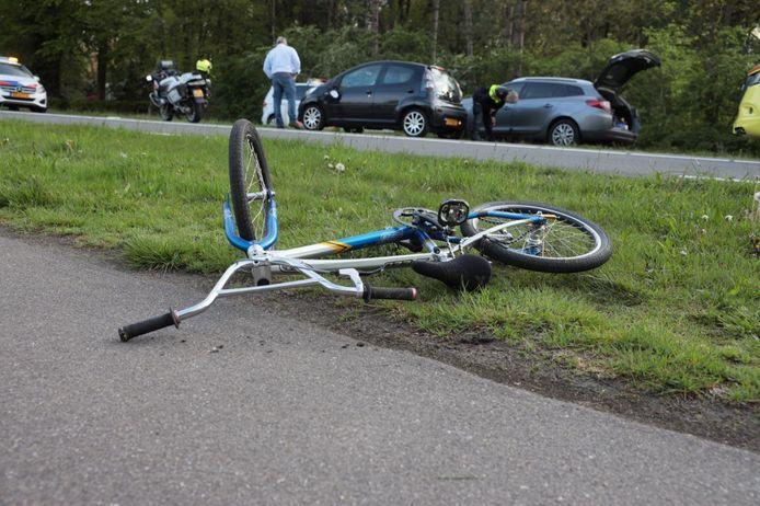 Bij een ongeval op de N347 bij Ommen is vanavond een jonge fietser aangereden.