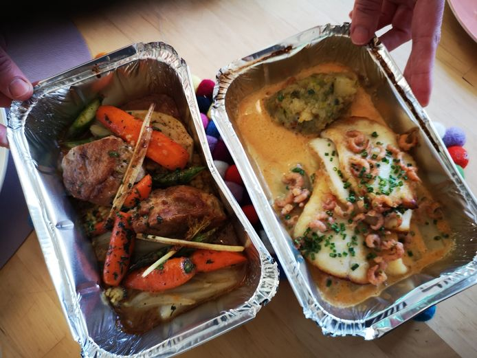 De krokant gebakken kalfszwezerikken en de op graat gebakken griet, door La Durée aan huis geleverd.