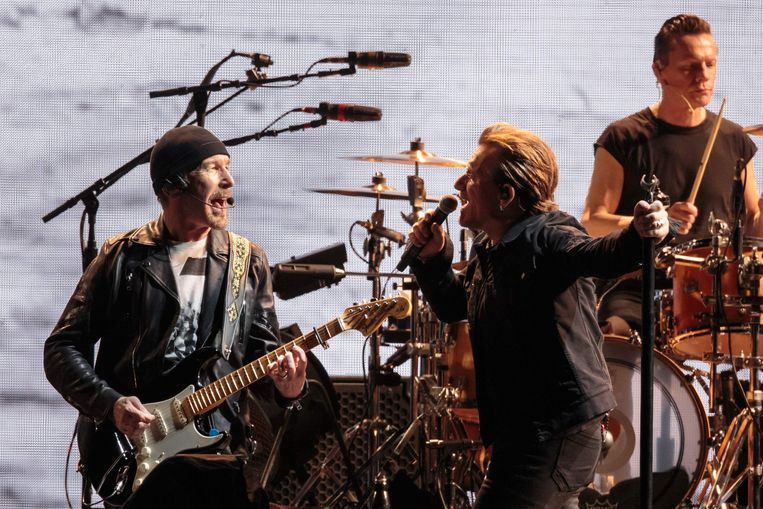Met spitsbroeder Bono tijdens een show van hun enorm succesvolle The Joshua Tree Tour, in Texas.  Beeld AFP