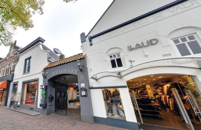 Wouter Swagemakers van modezaak Llaud heeft het pand van Curonsky overgenomen van buurman Wim Muller.