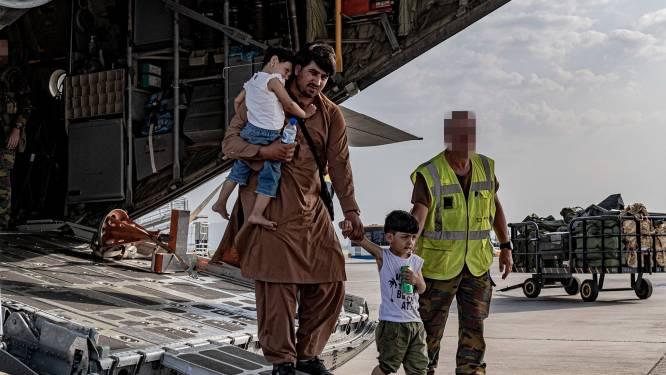 """Ondanks chaos op luchthaven kon België toch al 400 mensen evacueren: """"Schrijnende toestanden, maar druppelsgewijs raakten mensen toch voorbij de gate"""""""