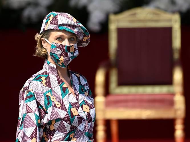 """""""Verrast hoevéél ze heeft gezegd zonder te praten"""": Delphine van Saksen-Coburg (53) op eretribune tijdens nationale feestdag"""