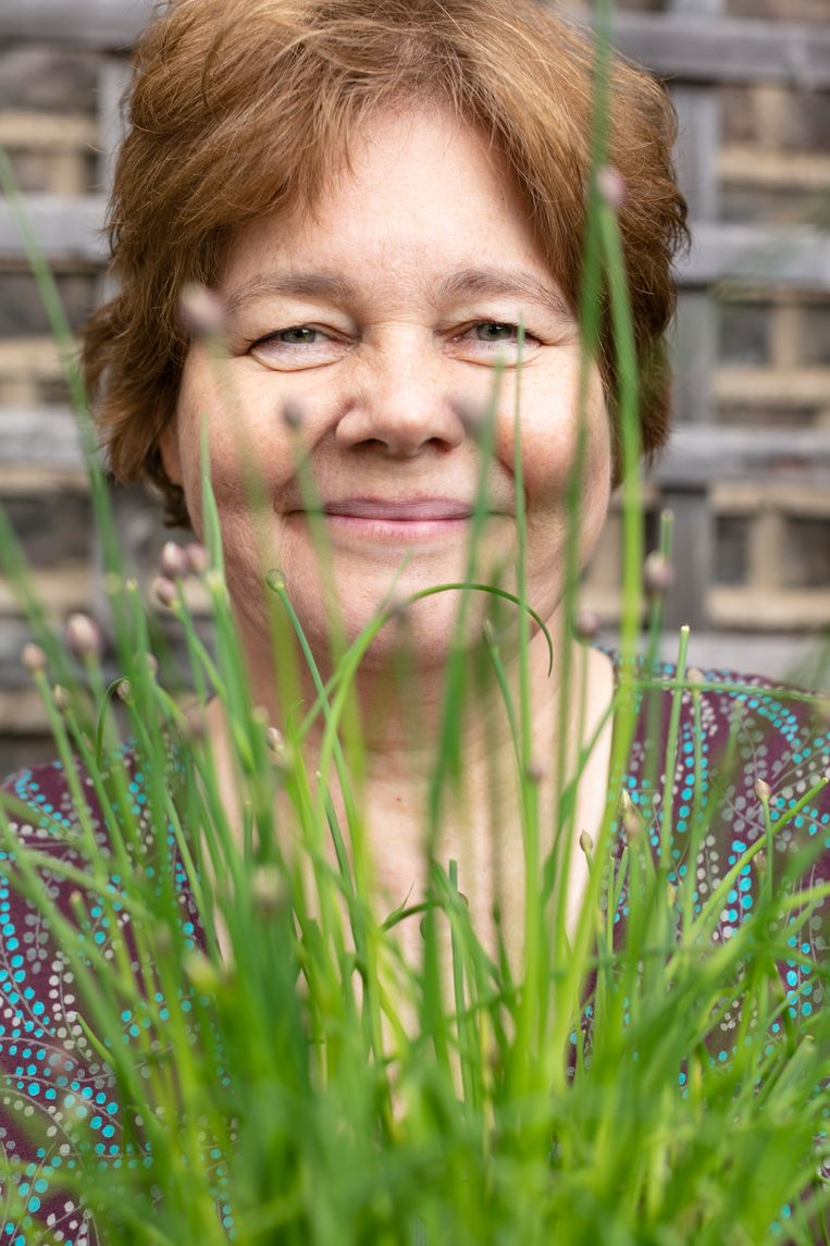 Carolyn Steel: 'Als meer mensen hun eigen aardappelen zouden poten, zouden er minder vatbaar zijn voor die onzin online'. Beeld Edward Thompson