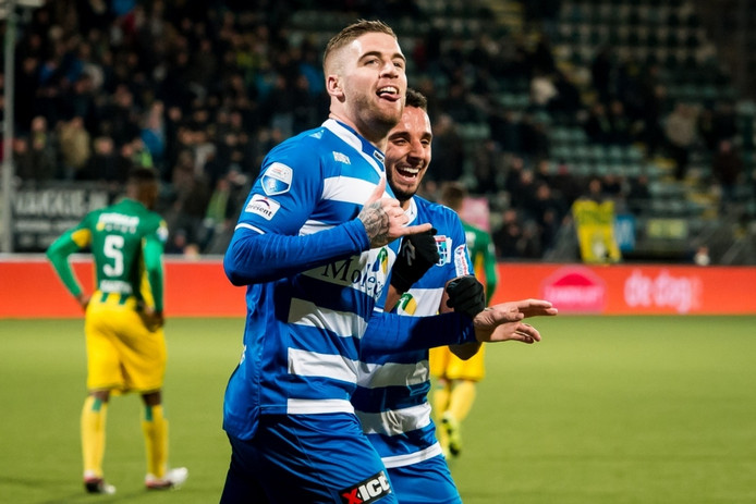PEC Zwolle speler Lars Veldwijk juicht na de 0-2 in Den Haag op 19 februari van dit jaar.