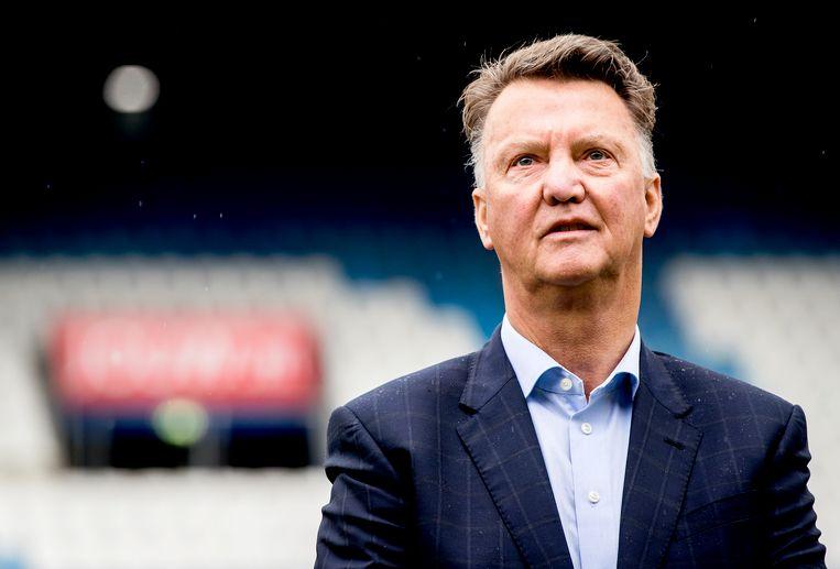Louis van Gaal tijdens de uitreiking van de Rinus Michels Awards in het stadion van PEC Zwolle. Beeld null
