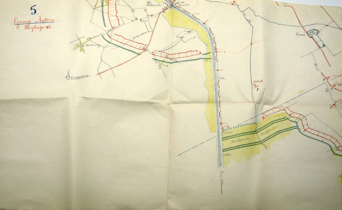 Een kaart waarop de loopgraven bij de Zuid-Willemsvaart bij Asten en Someren ingetekend zijn