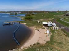Natuurclub helpt omwonenden in strijd tegen horeca op stadsstrand Kampen: 'Hier moet je vanaf blijven'