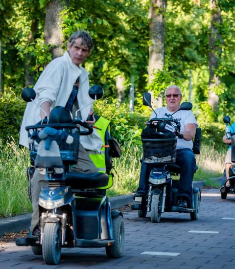 Scootmobielers in colonne: ook zij hebben hun vierdaagse