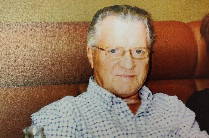 De politie zoekt deze 82-jarige man