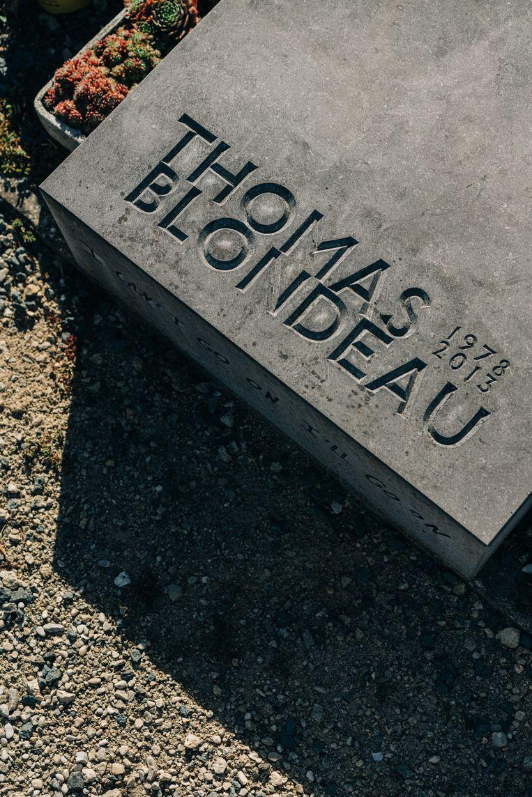 In Poperinge rust ook schrijver Thomas Blondeau, een vriend van Roderik Six. Beeld Wouter Van Vooren