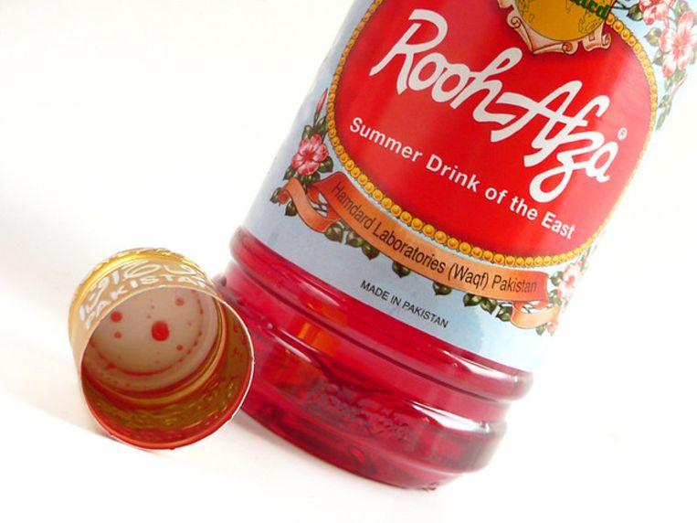 Rooh Afza: vruchtensiroop van rozenextract Beeld Hedonistin - CC By 2.0