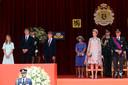 La princesse Eleonore, les princes Gabriel et Emmanuel, ainsi que leurs parents, la reine Mahilde et le roi Philippe.