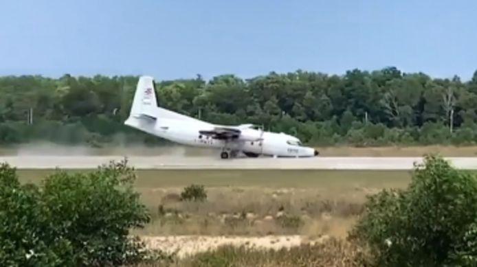 Un avion obligé d'atterrir sur le nez après une panne de train d'atterrissage.