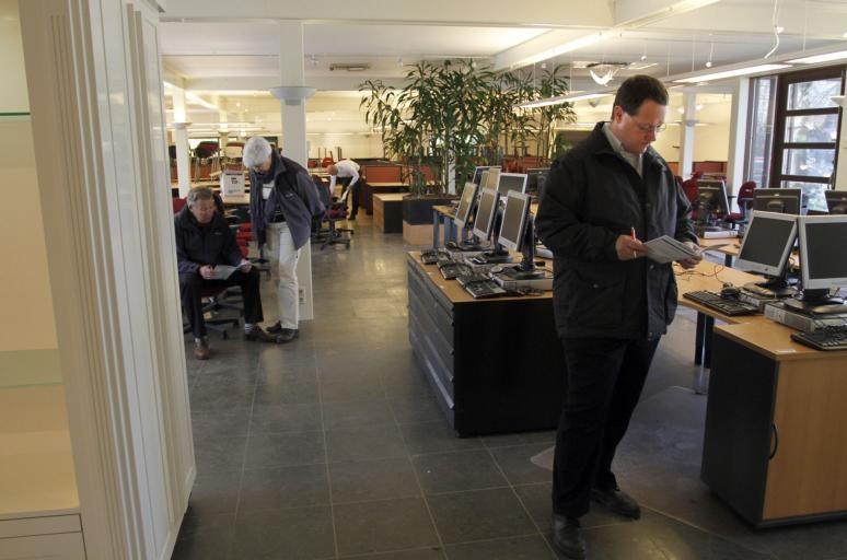 het interieur van de in 2009 failliet verklaarde dsb bank staat uitgestald in het voormalige kantoor