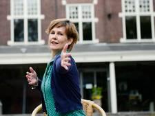 Sabine Woertman helpt patiënten met dansles in Rijssen