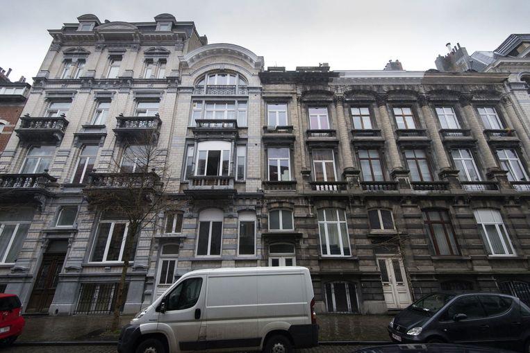 Het adres in de Rue Henri Bergé in Schaarbeek waar Salah Abdeslam twee weken ondergedoken zou hebben gezeten. Beeld photo_news