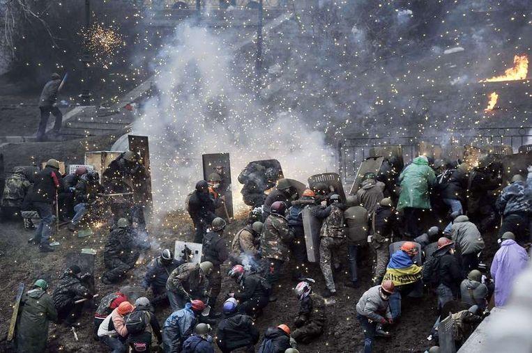 Demonstranten op de barricades in Kiev. Beeld null