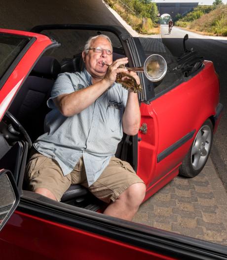 Walter Boekestein uit Zaltbommel gaat nooit van huis zonder  zijn onderwegtrompet
