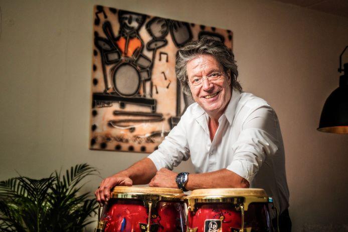 Naast Statenlid is Dinand Leferink ook zanger en entertainer. Hij is bekend onder zijn artiestennaam Kappie.