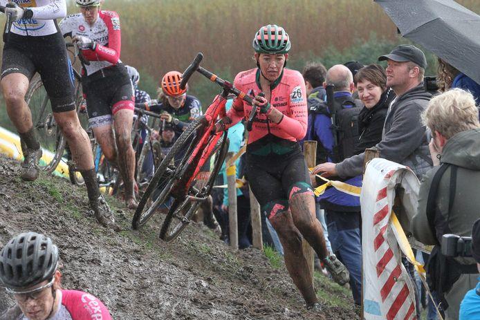 De Enschedese veldrijdster Sophie de Boer doet volgende week mee aan het EK in Rosmalen.