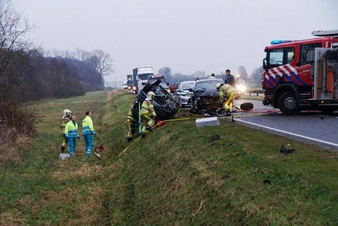 De schade na de aanrijding bij Hasselt. Foto: Henry Wallinga