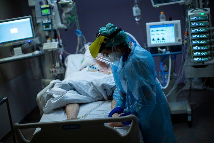 Patient Covid soigné à l'hôpital Erasme, à Bruxelles, mercredi