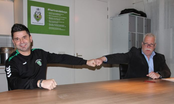 Michel Feukkink (l) blijft tot 2024 verbonden aan Warnsveldse Boys