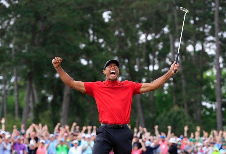 Tiger Woods schreeuwt het uit na zijn zege op de Masters in Augusta. Beeld EPA