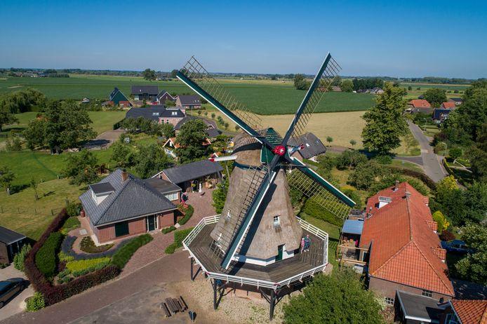Vanaf maandag moet molen de Valk in Zalk het even zonder wieken doen.
