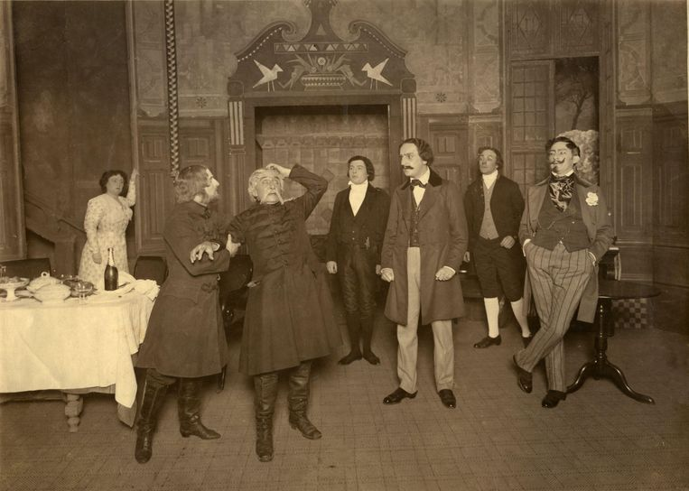 Opvoering van Toergenjevs 'Genadebrood' in 1915 met toneelspeler Louis Bouwmeester. Beeld Hollandse Hoogte / Spaarnestad