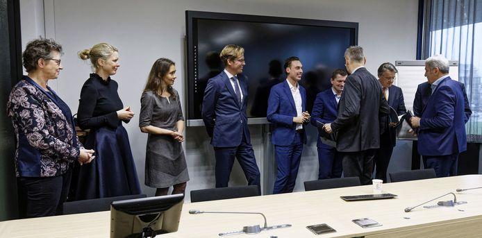 Een aantal lijsttrekkers en Commissaris van de Koning Wim van de Donk namen gisteren een manifest 'Brabants mozaïek in ontwikkeling' in ontvangst.