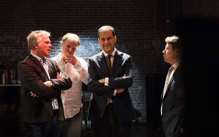 Lodewijk Asscher (derde van links), moet de wonden likken. Beeld EPA