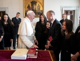 Omstreden premier Malta op bezoek bij paus, te midden van politieke crisis