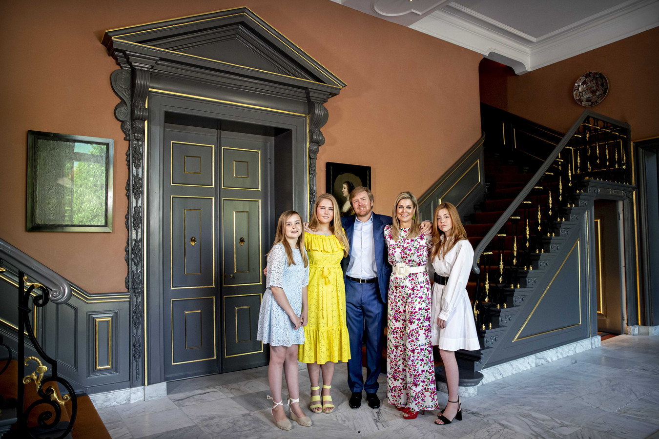 Koning Willem-Alexander, koningin Maxima en hun dochters, prinsessen Amalia, Alexia en Ariane vieren Koningsdag in Paleis Huis ten Bosch.