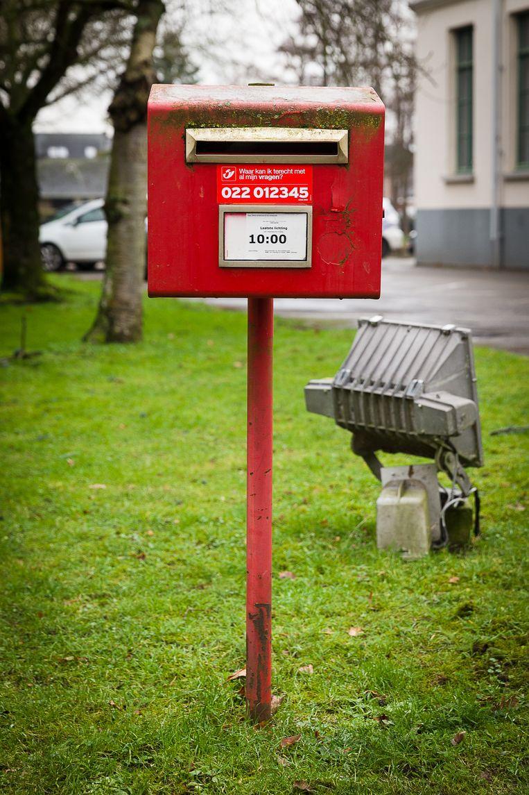 Via Aangetekende.Email kunnen bedrijven én particulieren voortaan een aangetekende zending digitaal versturen, met dezelfde juridische waarde als de klassieke zending. Dat betekent meteen flinke concurrentie voor de klassieke aangetekende brief van Bpost. Die kost 5,29 euro, de aangetekende e-mail 80 cent.  Beeld James Arthur
