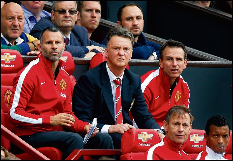 Louis van Gaal op de bank bij Manchester United.  Beeld Pim Ras