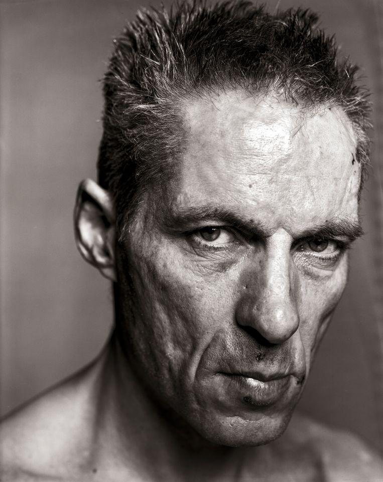 Fotograaf Paul Blanca, in 1958 in Amsterdam geboren als Paul Vlaswinkel, maakt portretten die sterke emoties onderzoeken. Op het FotoFestival Naarden is zijn serie te zien over de band tussen Blanca en zijn moeder, voor wie hij in de laatste periode van haar leven zorgde. Facebook weigerde de foto's, omdat er 'te veel bloot te zien is'. Beeld Koos Breukel