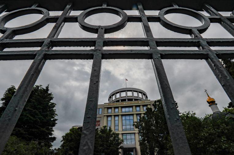 De rechtbank van Moskou. De rechtbank zet de hoorzitting, achter gesloten deuren, voort over een rechtszaak ter erkenning van de Anti-Corruption Foundation (FBK) en het hoofdkantoor van gevangengenomen oppositieleider Alexei Navalny als extremistische organisaties.  Beeld EPA