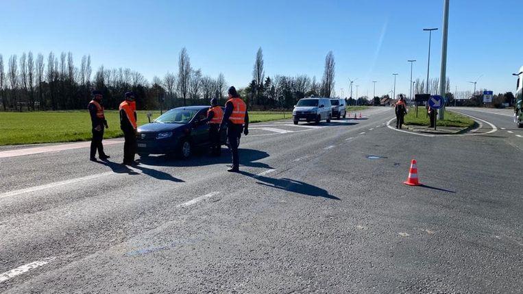 Ook aan de grensovergang met de Traktaatweg werd massaal gecontroleerd.
