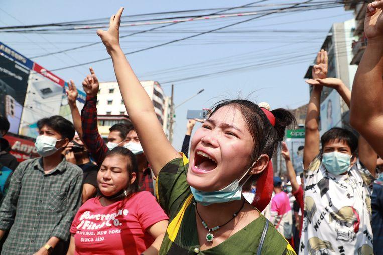 Een protestmars in Yangon, begin februari.  Beeld AP
