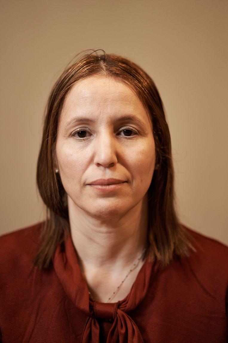 Fatima Ezzarhouni: 'Iedereen om me heen zegt: 'Fatima, jouw kind heeft die aanslagen niet gepleegd', maar waarom voel ik me dan zo schuldig?'  Beeld Joris Casaer