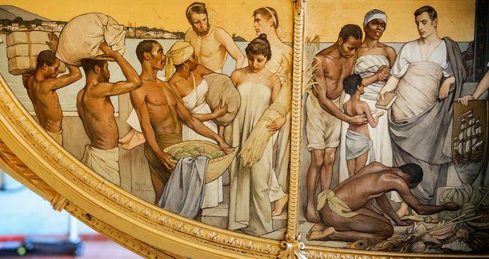 Het slavernijpaneel op de Gouden Koets is zwaar omstreden.